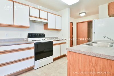 Renovated 3 bedroom apartment just minutes from Sioux Falls!