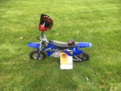 Razor Dirt Rocket Dirt Bike with helmet and charger