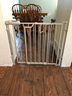 Evenflo metal baby-gate 30 tall 29 -42 wide