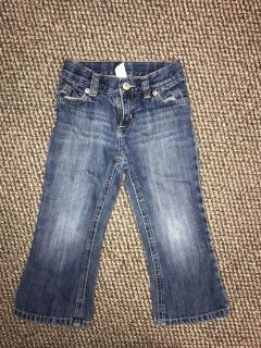 Old Navy bootcut jeans. Size 3t