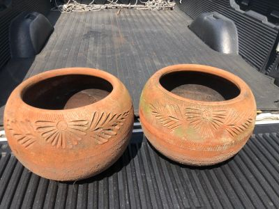 2 Large Teracotta Pots. Porch Pick up Available. Staples Mill at 295.