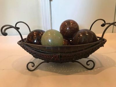 Metal/wicker basket with decorative globes