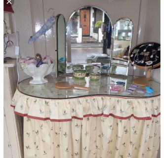 Mirror for a Kidney shaped dressing table