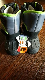 Nwt size 7 toddler snow boots