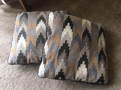 Set of 2 Patterned Couch Pillows