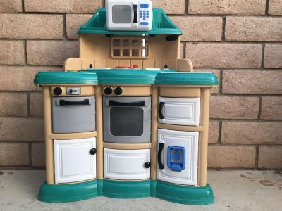 Small Play Kitchen