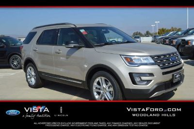 2017 Ford Explorer XLT (White Gold Metallic)