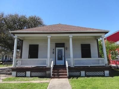 3 Bed 2 Bath Foreclosure Property in Galveston, TX 77550 - 33rd St