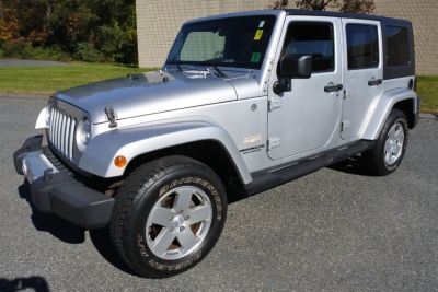 2010 Jeep Wrangler Unlimited Sahara (Bright Silver Metallic)