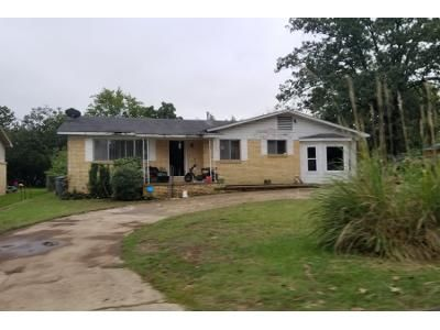 3 Bed 1 Bath Preforeclosure Property in Hot Springs National Park, AR 71901 - Cones Rd