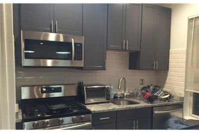 Modern and recently renovated duplex apartment in Mission Hill!