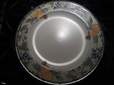 Set of 6 really cute dinner plates