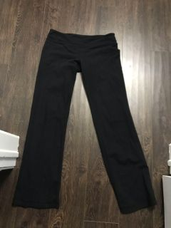 Size 8 lululemon yoga pants