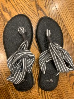 Sanuk sling shoes. Never worn. Size 6 women s