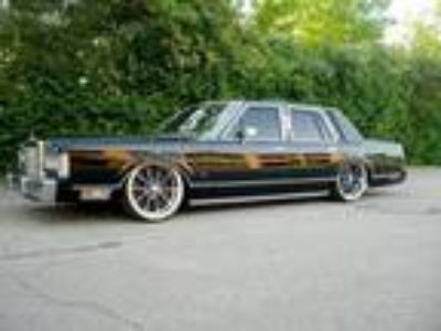 1988 Lincoln Continental Town Car 4D