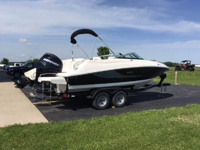 2014 Sea Ray 220 Sundeck Outboard Runabouts Boats Appleton, WI