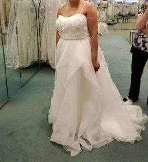Brand New Designer Wedding Dress and Accessories