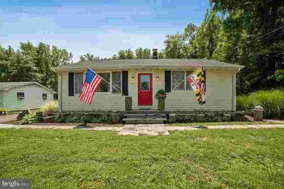 321 Chenowith Dr STEVENSVILLE, Updated Three BR