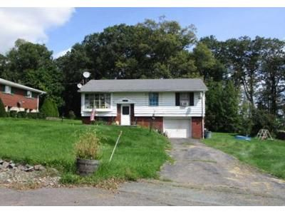 3 Bed 1 Bath Foreclosure Property in Lake Ariel, PA 18436 - Scott Rd