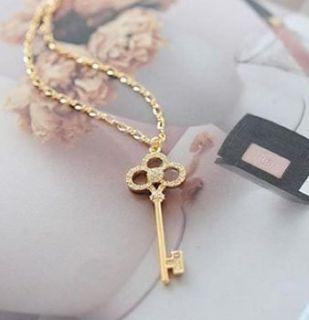 Retro Hollow Crystal Rhinestone Pendant Necklace