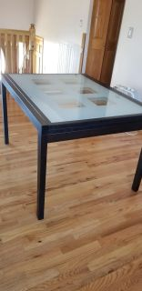 Expanding dining table