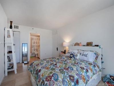 Miami Beach: 2/2 South Beach apartment (Bay Rd., 33139)