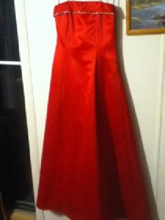 $80 Red prom/bridesmaid dress size 7/8 only worn for 5hrs