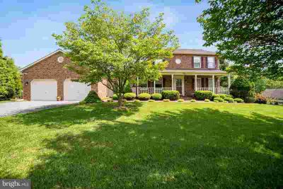 9815 Log House CT GAITHERSBURG Four BR, IMMACULATELY CLEAN