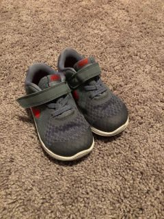 Toddler Nike tennis shoes