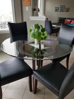 Round Glass Dining Table w 4 Chairs
