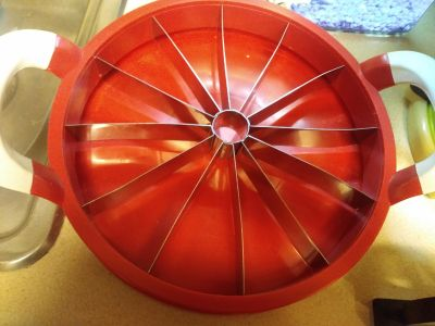 Huge watermelon cutter with cover $12 never been used just been sitting elk grove xposted