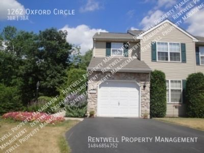 Bright end unit townhouse in Stonegate.  3 bed 2.5 bath $2,025