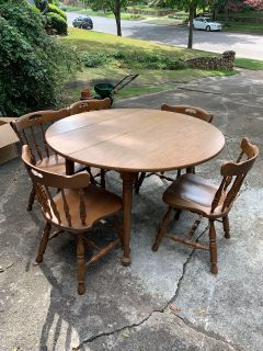 Breakfast table and 5 chairs