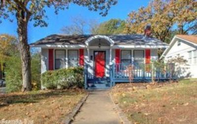 100 Linwood Ct., Little Rock AR 72205 - Beautifully updated 2br with bonus room in The Heights