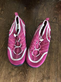Size 2 girls water shoes