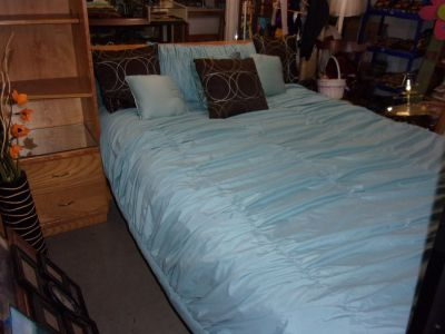 Queen Size Comforter and Three Pillows Set
