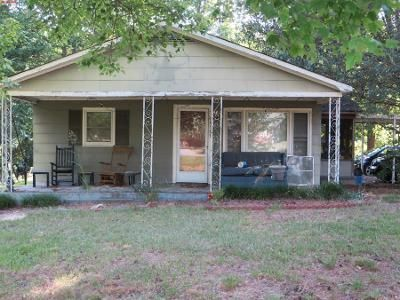 2 Bed 1 Bath Preforeclosure Property in Gastonia, NC 28056 - Hickory Grove Rd