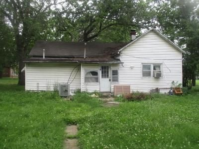 2 Bed 1 Bath Foreclosure Property in Holden, MO 64040 - S Market St