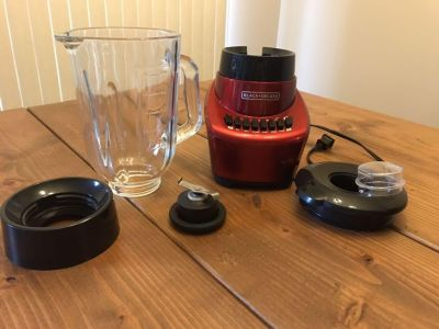 FusionBlade blender BLACK+DECKER, 6 cups glass jar, 12-speed settings, red