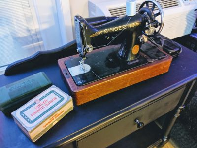 Antique working Singer Sewing machine.