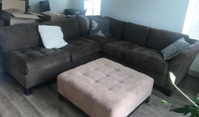 Sectional sofa with square ottoman