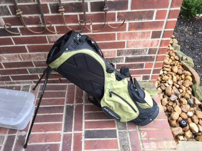 Sun Mountain Golf Bag Stand Carry Bag with 2 straps. Used 5 times
