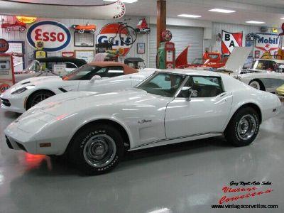 1976 Chevrolet Corvette Coupe / Classic White