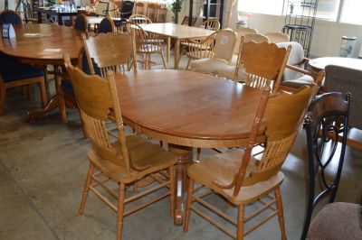 Dining Table leaf and 4 chairs