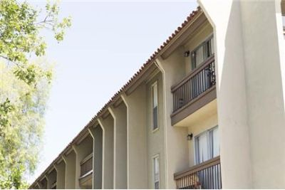 Beautiful 1 Bed Apartment with balcony -2nd floor with balcony - Quiet apartment