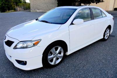 2011 Toyota Camry XLE V6 (Super White)