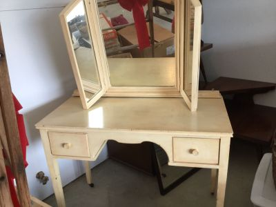 Euc 40 . Adult size vanity with removable mirror. The stool is damaged but I have the caning to replace