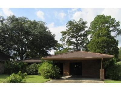 3 Bed 2.5 Bath Foreclosure Property in Baton Rouge, LA 70810 - Savanna View Dr