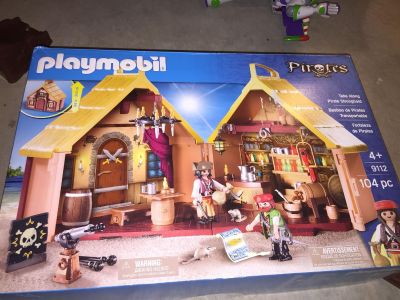 Pirate playhouse and action figures