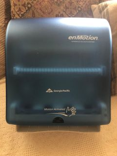 Automatic Towel Dispenser/ wall mount / $30 ... no holds